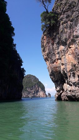 Phuket Town, Thailand: The sea with rocky islands