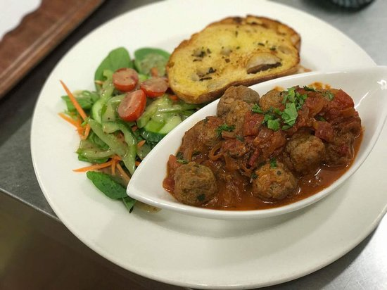 Gerringong, Australien: Spanish style meat balls with spicy tomato sauce