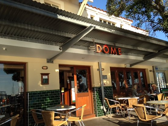 Mindarie, أستراليا: Entrance and outdoor seating