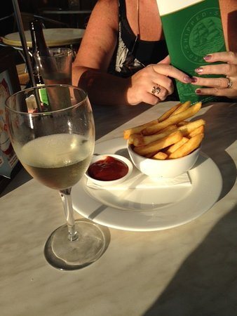 Mindarie, أستراليا: You have to order food with alcohol