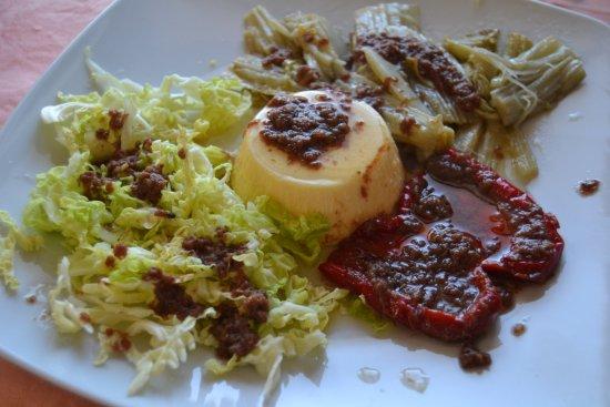 Verdure in bagna cauda e antica tartrà piemontese budino salato
