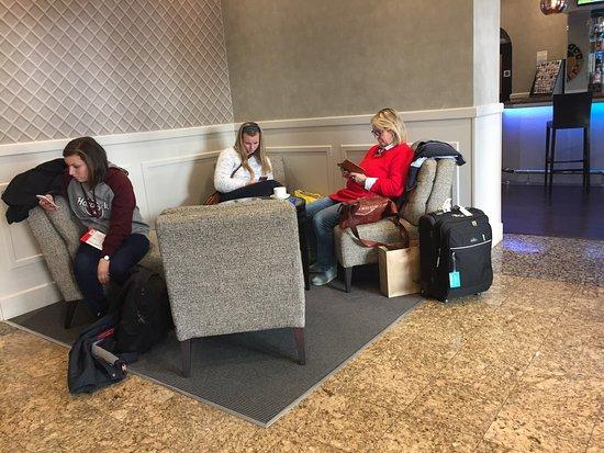 Sidney Hotel London-Victoria: Hotel  Entrada, recepção, e pequena sala de espera