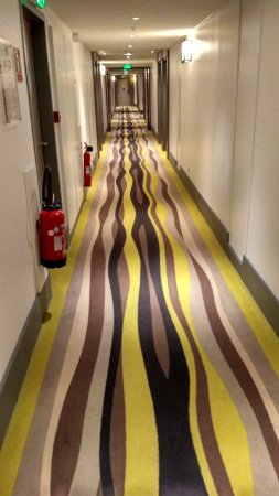 Issy-les-Moulineaux, Frankrike: Carpet in hallway that makes you a bit dizzy :-)