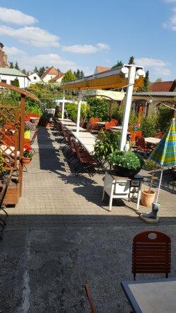 Dudenhofen, Germany: das ist der Biergarten am Tag der Eröffnung.....herrlich ruhig !