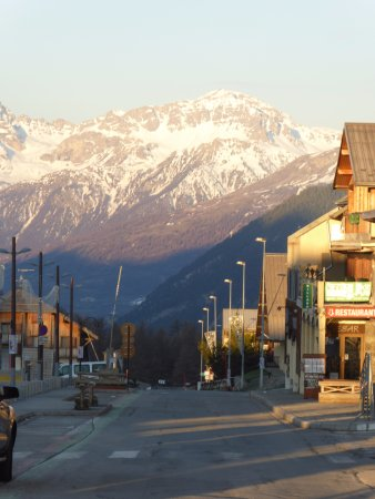 Chalet l'Ours Blanc : Sunrise in the High st