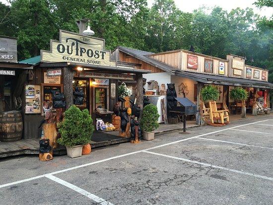 สะวันนา, เทนเนสซี: The Outpost storehouse & Grill
