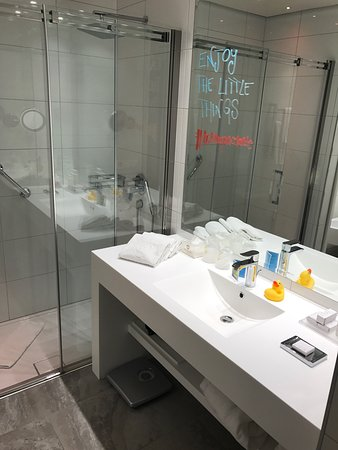 Lugano Dante Center Swiss Quality Hotel: Here is number one in Laguna area. It's truth!! Service is very nice and friendly. For sure, it'