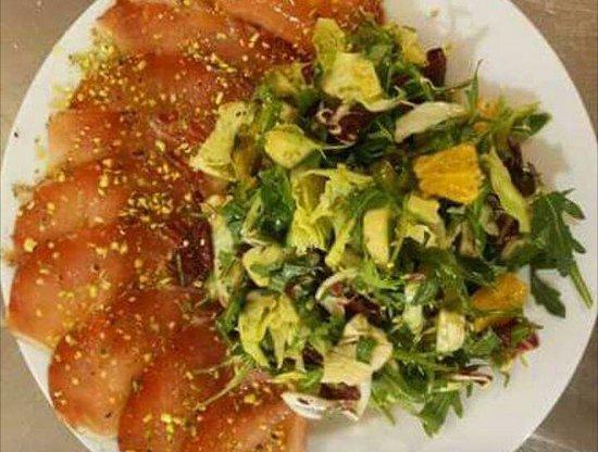 Lamporecchio, Italie : Carpaccio con insalatina fresca