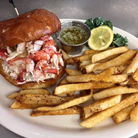 Swanzey, นิวแฮมป์เชียร์: Our take on a lobster roll. The entire Lobster on one sandwich with our amazing brioche bun.