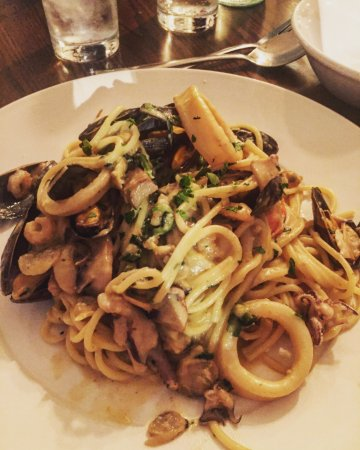 Crowthorne, UK: seafood linguini