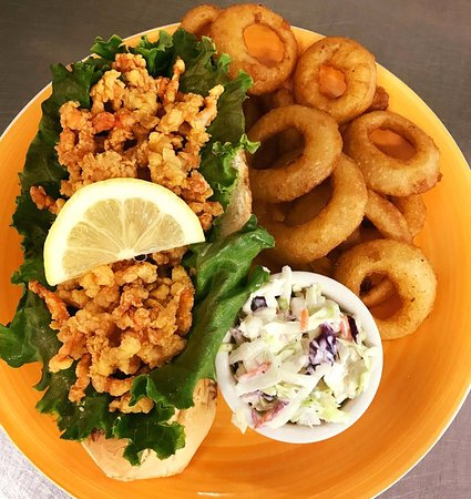 Swanzey, Нью-Гэмпшир: Something NEW! Fried lobster roll...you got to try it at least once!