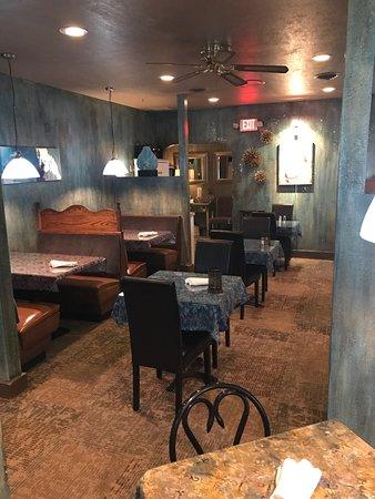 New Philadelphia, OH: Dining Room