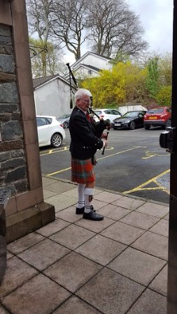 Rhu, UK: The Wedding Piper
