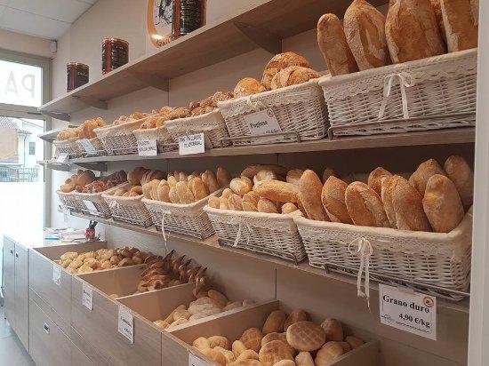 Spino d'Adda, Italia: Tanto buon pane