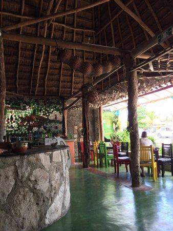 Charlie's Restaurant & Bar : photo2.jpg