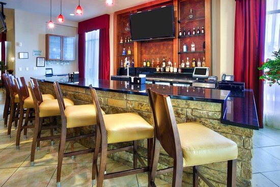 Killeen, Техас: Join us at Harv's bar to enjoy your favorite sports game and enjoy dinner and drinks!