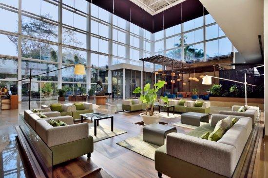 Radisson Blu Plaza Hotel Hyderabad Banjara Hills: Beautiful Lobby with natural lights..