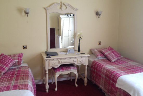 The Bell Hotel : Twin room