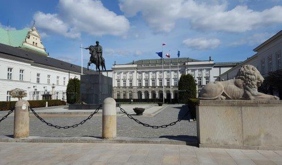 Presidential Palace (Palac Prezydencki): Beautiful building.