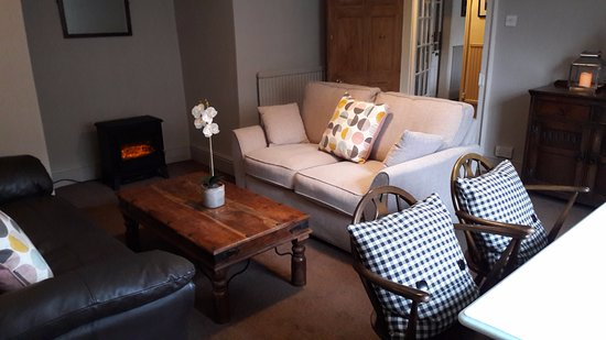 Coxwold, UK: Our cosy coffee lounge by day, and chill out lounge in the evening!