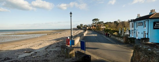 Seaview, UK: Seafront Outside The Boathouse