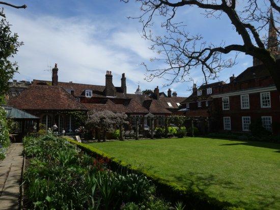 Salisbury, UK: Im Garten mit Blick zum Cafe