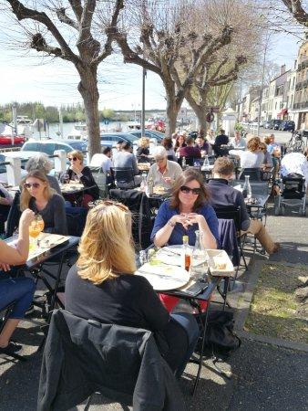 Conflans Sainte Honorine, France: 60 couverts en terrasse sur la Seine