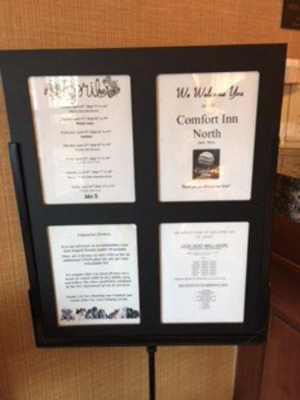 Comfort Inn North: Indoor welcome sign next to front desk