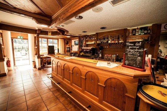 Snack-Bar Airö: Fornitissimo bar, 16 tipi di birre, cocktails freschi, ottima musica!