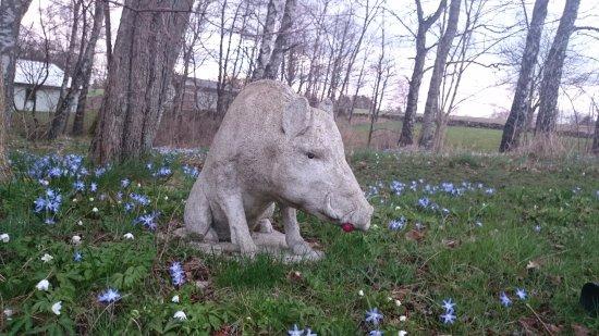 Veberod, السويد: Skulptur i trädgården