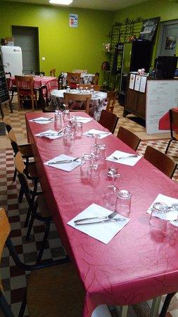 Termes, France: Voici notre salle de restaurant,petite mais conviviale.