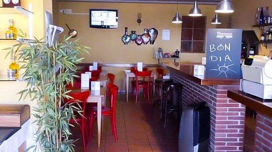 Collbato, Spain: Entrada Restaurant Can Llates a l costat de les Coves del Salnitre