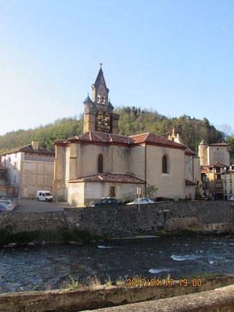 Seix, Francia: le village et sa rivière