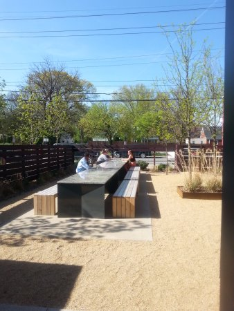 Common table, outdoor eating/drinking space