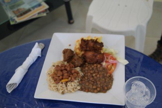 Bani, สาธารณรัฐโดมินิกัน: Almuerzo tipico Criollo.