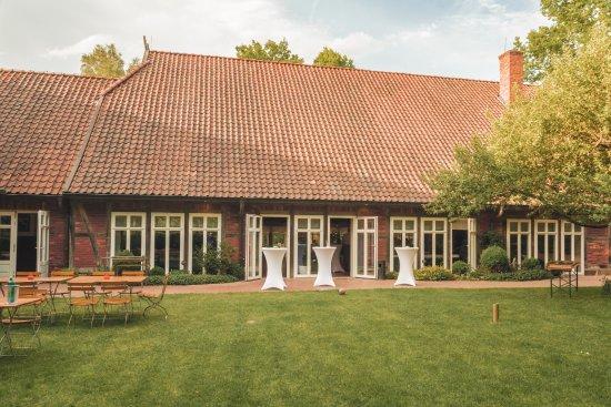 Suderburg, Germany: der Bauerngarten, kurz vorm Empfang eines Hochzeitspaares