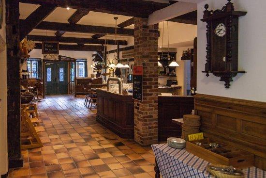 Suderburg, Tyskland: der Empfangsbereich an der Bar
