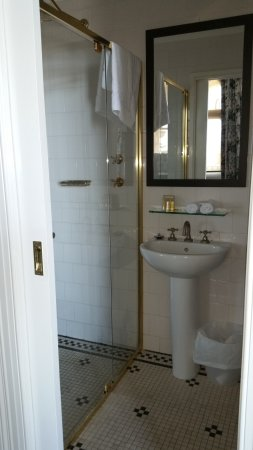 Largs Bay, Australia: (toilet now shown is just to the right inside.) Sliding door closes off bathroom from bedroom