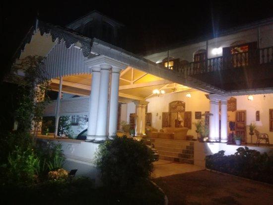 Manor House Kandy: IMG_20170408_194415_large.jpg