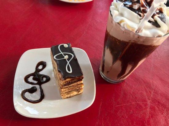 Chocolada Bakery & Cafe: milk shake e doce