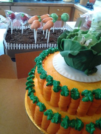Leominster, MA: Veggie cake and matching cake pops
