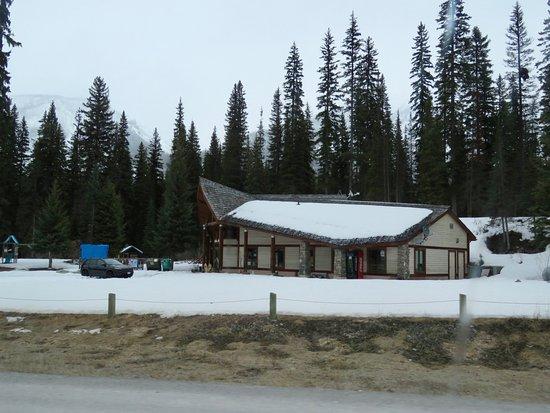 Радиум-Хот-Спрингс, Канада: Only open seasonally - the lodge has a good restaurant