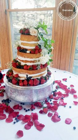 Leominster, MA: Naked cake in July