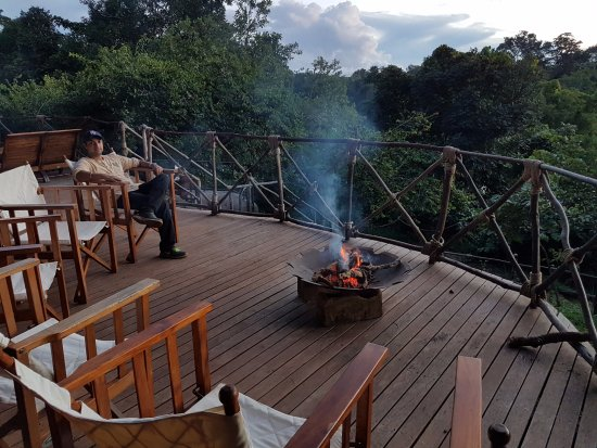 Tongole Wilderness Lodge: Before Dinner