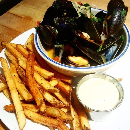 Warren, RI: Moules frites!