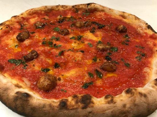 St. Catharines, كندا: The classic Pizza Marinara 