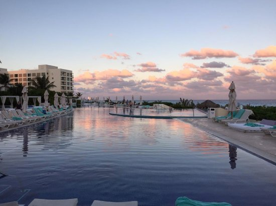 Sunset by the pool picture of live aqua beach resort cancun cancun tripadvisor for How many rooms at live aqua cancun