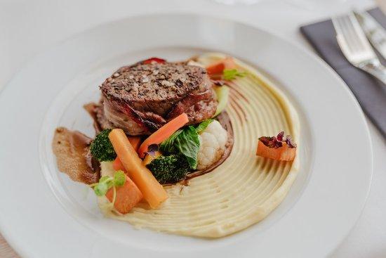 Průhonice, สาธารณรัฐเช็ก: Hovězí beef steak v pančetě