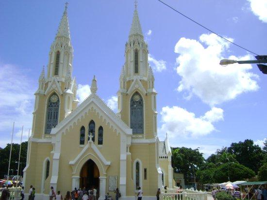 Basílica de la Virgen del Valle: Vista de la Basílica desde afuera