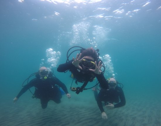 Tiny, Canada : Divers discovering the freedom of SCUBA